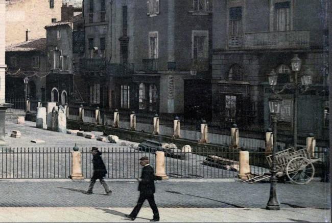 Nîmes. La Maison Carrée (détail)